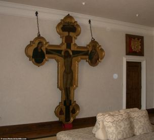 21219620-7703257-One_of_the_bedrooms_has_a_sculpture_of_a_life_sized_Jesus_crucif-a-57_1574260312833
